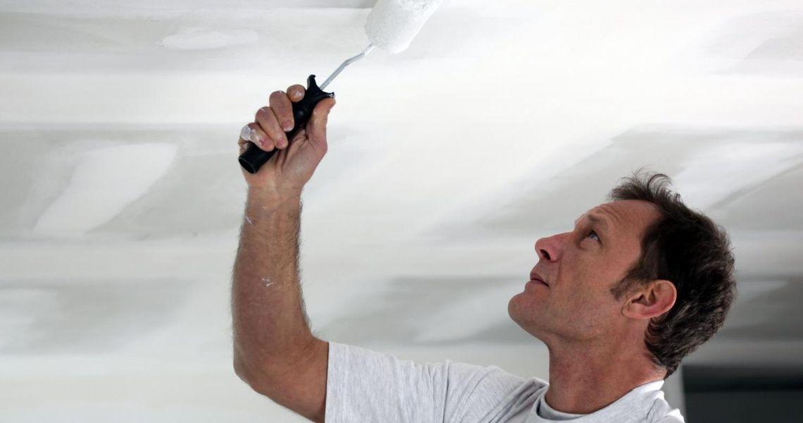 Как и чем красить потолок>